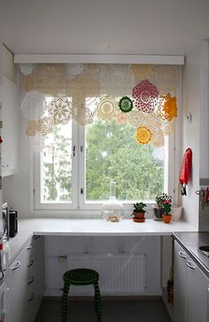 Alternative To Lace Curtains Small Table Crochet Curtains Crochet Doilies Lace Doilies Framed Doilies Curtain Alternatives Alternative To Lace Curtains Doilies Crafts, Lace Doilies, Crochet Doilies, Framed Doilies, Curtain Alternatives, Diy Casa, Crochet Curtains, Lace Curtains, Creation Deco