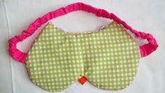 A máscara é confeccionada em tecido 100% algodão, feltro e manta acrílica.                   PASSO A PASSO:      * Imprimir o molde.  * ...