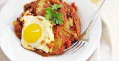 Eggs and Potatoes in Spicy Tomato Sauce | Greatist