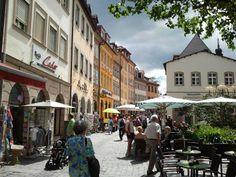 Cafes am Obstmarkt und an der Oberen Brücke laden zu einer Pause ein.