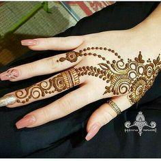 Mehandi design has a Different place in our heart. It enhanced the lady beauty and attract the people itself. Keep this above statement in our mind we come with a great collection of lastest Mehandi Design. Stylish Mehndi Designs, Mehndi Designs For Girls, Henna Designs Easy, Beautiful Mehndi Design, Best Mehndi Designs, Henna Tattoo Designs, Mehandi Designs, Mehendi, Arte Mehndi