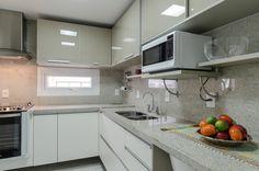 Cozinha SCA com tampo em granito Branco Itaúnas