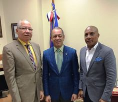 Pedro Richardson, Rubén Darío Cruz y Ramón Santos, posan luego de la reunión