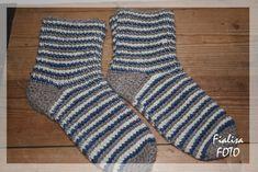Många har frågat efter mönstret till de virkade sockorna, så här kommer det! Storlek: 28/30 (32/34) 36/38 (40/42) Garn: 100 g av färger...