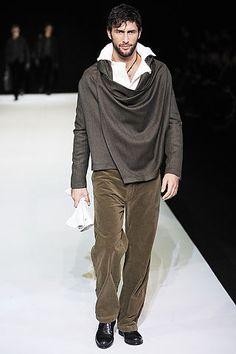 Emporio Armani Fashion Show & More Details Armani Men, Emporio Armani, Trendy Mens Fashion, Fashion Men, Mens Suits, Suit Men, Casual Street Style, Gentleman Style, International Fashion