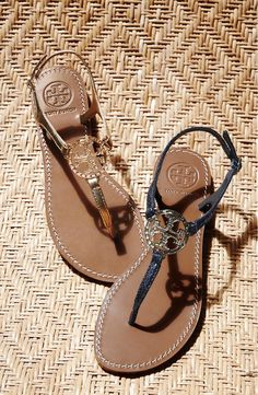 66278b8d1ca0 Absolutely love the shiny logo medallion on these Tory Burch metallic  leather thong sandals.