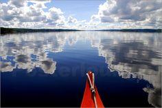 Schweden ist vor allem für Naturfreunde immer wieder ein beliebtes Urlaubsziel. Die klaren, tiefen Seen sind ein atemberaubendes Motiv für ein Fotoposter.