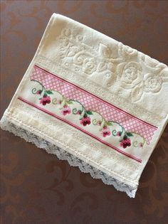 This Pin was discovered by Cec Cross Stitch Borders, Cross Stitch Flowers, Cross Stitch Designs, Cross Stitching, Cross Stitch Embroidery, Hand Embroidery, Cross Stitch Patterns, Machine Embroidery, Swedish Weaving