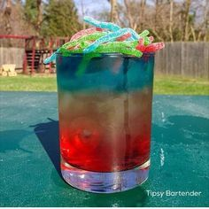 Rainbow Strings Cocktail - For more delicious recipes and drinks, visit us here: www.tipsybartender.com