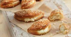 Υλικά 1 αυγό 400γρ τυρί φέτα 1 κουταλιά της σούπας κοφτή βούτυρο 200γρ γιαούρτι στραγγιστό 200γρ ελαιόλαδο 1 φακελάκι μέικιν πάουντερ 1/2 κουτ. γλυκού αλάτ