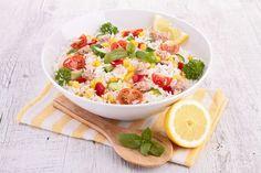 Salade de riz fine ligne au thon et au citron : www.fourchette-et… Rice salad thin line with tuna and lemon: www.fourchette-and … Super Dieta, Caesar Salat, Caprese Salat, Diet Recipes, Healthy Recipes, Rice Salad, Fat Loss Diet, One Pot Meals, Gourmet