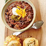 Vegetarian Black Bean Chili --Black beans and meatless crumbles make this vegetarian chili hearty and satisfying. A side of cornbread muffins filled with pimiento cheese completes this quick and easy supper. Chili Recipe With Black Beans, Black Bean Chili, No Bean Chili, Bean Chilli, Chili Chili, Chili Soup, Vegetarian Chili, Vegetarian Recipes, Healthy Recipes