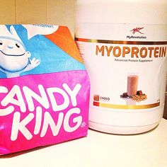 """My post-workout """"fuel"""" today after a long workout with boxsquat, deadlift and overhead squat technique❤ #myoprotein from @myrevolution_no and candy Hope you all have a great weekend! #candyking #myrevolution #postworkout #Padgram"""