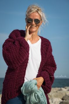Simone Cardigan von we are knitters – Prülla Big Wool, Knitting Projects, Knitting Ideas, Chunky Wool, Pullover, Old Women, Sewing, Chic, Sweaters
