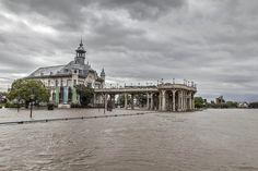 INUNDACIONES EN TIGRE. Impresionante postal del Museo de Arte de Tigre (edificio donde funcionó el histórico Tigre Hotel ), que se funde en las desbordadas aguas del Rió Luján, a raíz del temporal de...