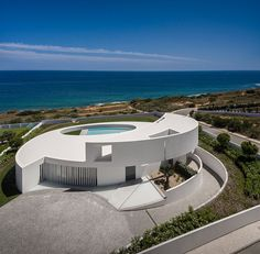 Designed by Mário Martins Atelier, Casa Elíptica House is the result of an idea. It is based on a geometric shape and a volume sculpted by the landscape. Villa Design, Modern House Design, Minimalist Architecture, Amazing Architecture, Modern Architecture, Circle House, Modern Mansion, Art Deco Home, Style At Home