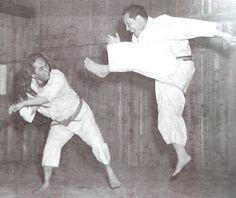 #SoloArtesMarciales Nuevo Post  Karate Kyokushink... en  http://soloartesmarciales.com/blogs/news/227422598-karatekyokushinkaiysusdiferenciasconelkaratetradicional?utm_campaign=social_autopilot&utm_source=pin&utm_medium=pin