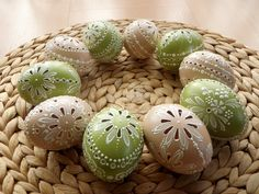 klikni pro další 12/142 Carved Eggs, Egg Tree, Egg Designs, Easter Traditions, Chicken Eggs, Egg Decorating, Egg Shells, Easter Eggs, Carving