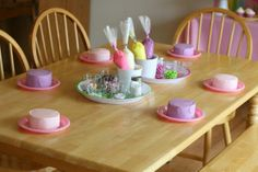 Such a good idea! Cake decorating party for little girls with aprons as favors!