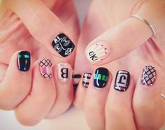 . #CHANEL 눈을 가진 여자  디테일컷✔  #샤넬페이스 #OK #손바닥   #샤넬 #유니크 #nails #nails #nailgram #jelnail #nailart #네일 #네일아트 #네일스타그램 #젤네일 #센스홍