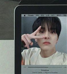 Butterfly Wallpaper Iphone, Indie Scene, Korean Boy Bands, Happy Fun, Edit Icon, Kpop, Softies, Yoshi, Anime Guys
