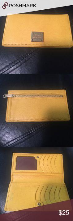 Wallet Ralph Lauren Wallet Used only couple of times. Ralph Lauren Bags Wallets