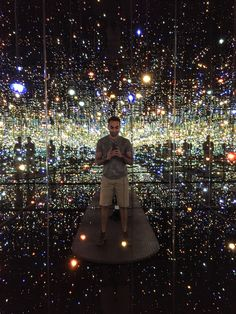 Selfies at the Broad: edgy art provides the perfect background – in pictures