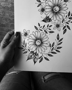 There is another craze is to draw patterns, flowers, mandala patterns in ink. Flower Sketches, Art Drawings Sketches, Tattoo Drawings, Flower Drawings, Kunst Tattoos, Bild Tattoos, Margarita Tattoo, Tattoo Avant Bras, Pencil Drawings