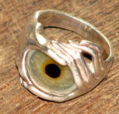 AWESOME OLD VINTAGE STERLING SILVER RING WITH A REAL PROSTHETIC EYEBALL AS THE CENTER PIECE