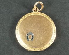 QUALITY ANTIQUE ENGLISH 15K GOLD BLACK GARNET GLASS SET HORSE SHOE LOCKET c1900