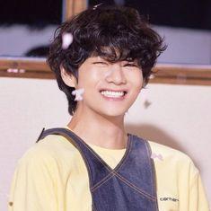Taehyung Smile, Taehyung Selca, Bts Jungkook, V Smile, V Chibi, Foto Gif, V Bts Wallpaper, Kpop, Bts Korea