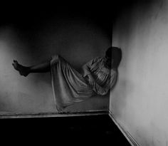 Rebecca Cairns (via Les sources d´une ile) Alternative Photography, Perspective Art, Dreams And Nightmares, Night Terror, Human Poses, Learn To Dance, Photo A Day, Cairns, Short Film