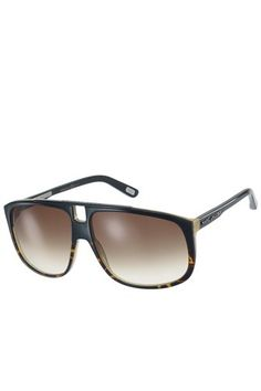Marc Jacobs square aviator with metal nose bridge. Gradient lenses with logo detailing on temple. 100% UV Protection.