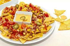 #Nachos con queso amarillo y #chile jalapeño