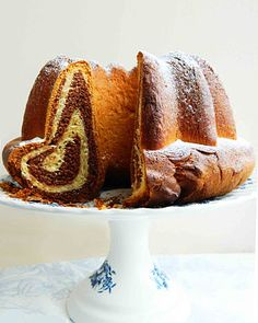 Gasztrobarbár: Hopp, a cím meg elmaradt. ez tehát a Kuglóf Hungarian Desserts, Hungarian Recipes, Ring Cake, Cake Cookies, Scones, Cookie Recipes, Goodies, Food And Drink, Sweets