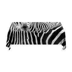 Tafelkleed Zebra   Fleur je keuken op met dit weerbestendige tafelkleed bestaande uit geweven linnen met PVC.   #tafelkleed #keukentextiel #keuken #kleed #pvc #print #opdruk #tafel #weerbestendig #zebra #dier #zwartwit