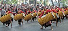 Hayati Blogs: Gendang Beleq Suku Sasak