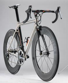 XTi by Passoni Bikes, so pretty for a fixie! Road Bikes, Cycling Bikes, Road Cycling, Bmx, Titanium Road Bike, Bicycle Garage, Speed Bike, Mountain Bike Shoes, Road Bike Women