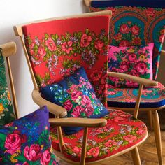 """DIY vintage chair cushions & """"matching"""" throw cushions. Make the throw cushions using the same pattern of fabric but in a contrasting colour."""