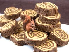 Fudge Tree Ring Tutorial 4 cups of sugar 1 stick butter cup) 1 can evaporated milk 6 ounces chocolate chips 6 ounces peanut butter chips 1 jar marshmallow cream Candy thermometer 8 sheets parchment paper Rolling pin Serrated knife Masha Et Mishka, Gateau Baby Shower, Lumberjack Birthday Party, Cream Candy, Marshmallow Creme, Peanut Butter Chips, Fudge Recipes, Cookies Et Biscuits, Stick Of Butter
