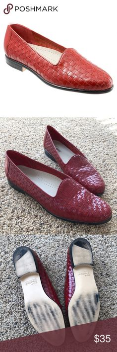 Trotters LIZ Woven Loafers - Size 9 NARROW Size 9 NARROW. Worn once, in pristine condition.  Trotters longest running and best-selling style, Liz is a sleek leather loafer that mixes great looks with superior comfort. Liz features a unique basket weave pattern and easy slip-on design. A padded insole and flexible, lightweight outer sole finish off this great classic style.  Red leather upper Soft cloth lining on the vamp Cushioned polyurethane footbed Lightweight flexible rubberized sole…