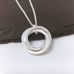 Hey, diesen tollen Etsy-Artikel fand ich bei https://www.etsy.com/de/listing/291415755/personalised-russian-ring-necklace