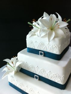Teal Diamontes And Lillies Cakes To Dream On