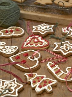 Edible Ornaments! http://www.hgtv.com/handmade/homemade-edible-christmas-tree/pictures/page-4.html?soc=pinterest