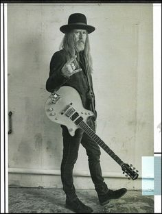 Alice in Chains Jerry Cantrell with a Malcolm Young Gretsch guitar pin-up photo Kenny Wayne Shepherd, Young Guitar, Jerry Cantrell, Guitar Magazine, Man Cave Art, Guitar Pins, Pin Up Photos, Learn To Play Guitar, Alice In Chains