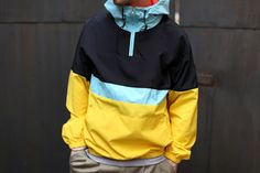 style for the urban beardsman Chic Outfits, Fashion Outfits, Camisa Polo, Vintage Adidas, Well Dressed Men, Rain Wear, Apparel Design, Windbreaker Jacket, Sports Shirts