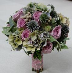 Hydrangea, Rosa, Echinops •