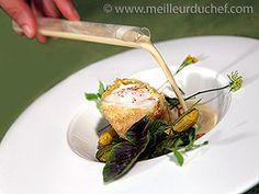 Lotte épicée croustillante, courgettes rôties et bouillon de coco