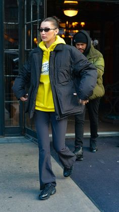 Skater Girl Outfits, Model Outfits, Cute Outfits, Fashion Outfits, Bella Hadid Outfits, Bella Hadid Style, Chill Style, My Style, Style Invierno