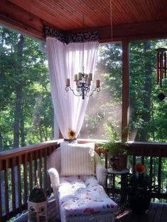 Deck with curtain